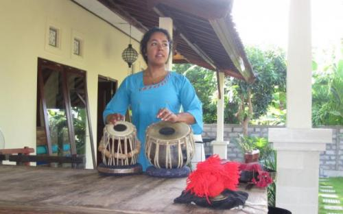 Practicing tablas in bali 2010.jpg
